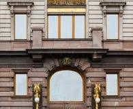 Windows连续在歌手议院门面  免版税库存图片