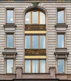 Windows连续在歌手议院门面  免版税图库摄影
