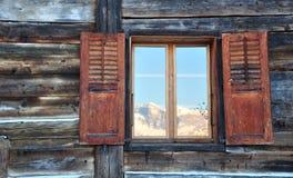 Windows αντανάκλασης βουνών Στοκ Φωτογραφία