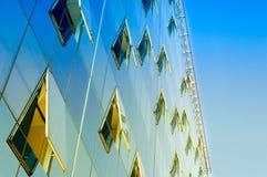Windows οικοδόμησης χρηματοδότησης Στοκ φωτογραφία με δικαίωμα ελεύθερης χρήσης