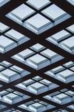 Windows внутри morden офисное здание Стоковое Изображение