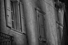 Windows внутри Rive del Garda, Италия Стоковое фото RF