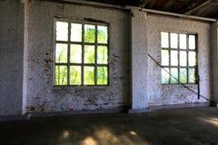 Windows в гараже Стоковое Фото