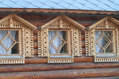 Windows в деревянном доме Стоковое Изображение