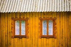 2 Windows в деревянном доме Стоковая Фотография RF