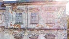 Windows в историческом каменном здании Стоковое фото RF