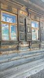 Windows в старом доме Стоковое Изображение