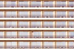 Windows и балконы гостиницы Стоковое Фото