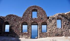 Windows и дверь к морю и небо Эгейского моря в островах Cycladic Греция Стоковые Фото
