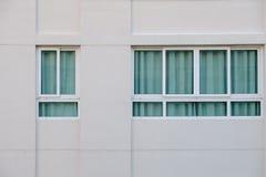 Windows на здании Стоковые Изображения RF