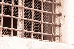 Windows на каменной стене Стоковые Фотографии RF