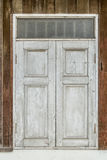 Windows на старой деревянной стене Стоковые Фотографии RF