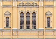 Windows на фасаде церков Святого Исидора стоковая фотография rf