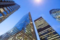 Windows офиса небоскреба, корпоративного здания в Лондоне Стоковые Изображения RF