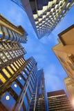 Windows офиса небоскреба, корпоративного здания в Лондоне Стоковые Изображения