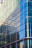 Windows офиса небоскреба, корпоративного здания в Лондоне Стоковые Фотографии RF