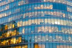 Windows офиса небоскреба, корпоративного здания в Lon Стоковые Изображения RF