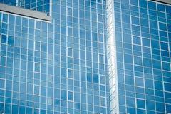 Windows офисных зданий, холодная предпосылка дела Стоковые Изображения