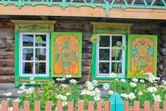 Windows при деревянные покрашенные штарки Стоковое Изображение RF