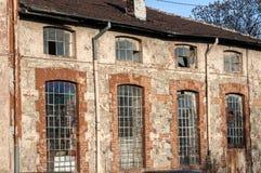 Windows старого промышленного здания Стоковые Изображения