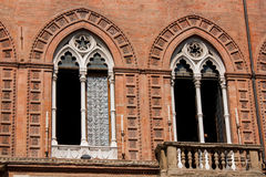 Windows Accursio Palaces im Bologna Lizenzfreies Stockfoto