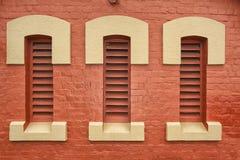 Windows am alten Bahnhof Lizenzfreie Stockbilder