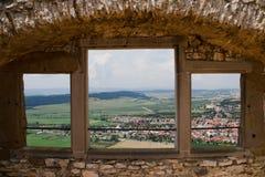 Windows-Ansicht über Podhradie von den Schlossruinen von Spisky-Schloss in Slowakei stockbild