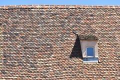 Windows auf Dach Lizenzfreie Stockfotos