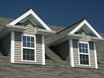 Windows auf neuem Haus Stockbilder