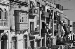 Windows auf Straße stockbilder