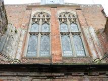 Windows av en kyrka från yttersidan Royaltyfria Bilder