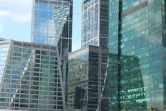 Windows av glass torn av Moskva-staden Royaltyfria Foton