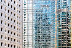 Windows av kontorsbyggnadar Arkivfoton
