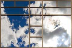 Windows av modern kontorsbyggnad Royaltyfria Bilder