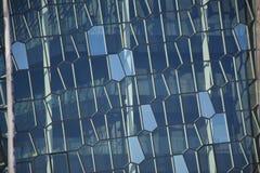 Windows av Reykjavik, Island moderna sicksackar Arkivbilder