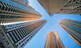 Windows av skyskrapaaffärskontoret, företags byggnad