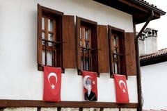 Windows avec des drapeaux dans Safanbolu photo libre de droits