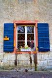 Windows avec des fleurs Staufen im Breisgau Schwarzwald Allemagne Image stock