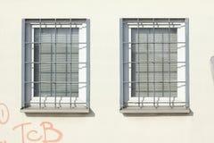 Windows avec des grilles photographie stock libre de droits