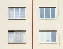 Windows avec la gouttière Photographie stock libre de droits