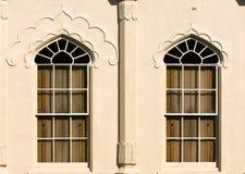 Windows avec le pavillon en bois de Brighton d'obturateurs images libres de droits