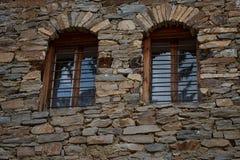 Windows bei einem alten Haus in Kovachevitsa-Dorf, Bulgarien Lizenzfreie Stockbilder