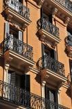 Windows com balcão - Madrid imagem de stock