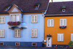 Windows con i fiori nell'Alsazia, Francia Fotografia Stock Libera da Diritti