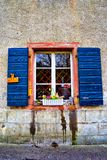Windows con i fiori Staufen im Breisgau Schwarzwald Germania Immagine Stock