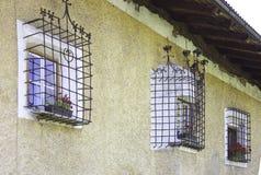 Windows con la parrilla del hierro Foto de archivo