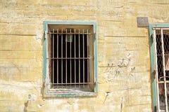 Windows con las barras en la arcón de Hitler en Margival, Aisne, Picardie en el norte de Francia imagenes de archivo