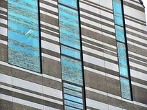 Windows d'une église moderne à Leipzig, Allemagne photographie stock libre de droits