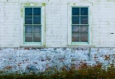 Windows da casa de madeira velha Imagem de Stock Royalty Free