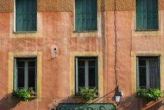 Windows dans la maison colorée Image libre de droits